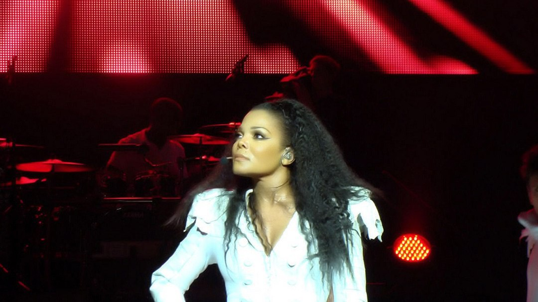 Pregnant at 50 Like Janet Jackson? Less Than 1% With No Medical Treatment